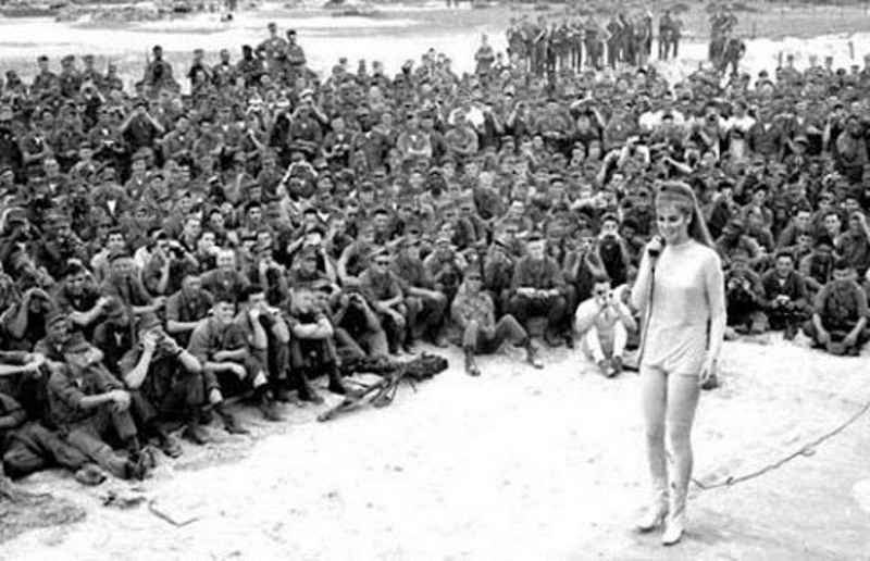 Vietnam Veterans Appreciated by Ann Margaret and Bob Hope